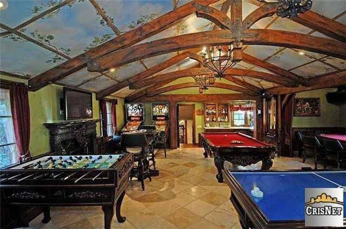 An Inside Look At Drake's Luxurious $8 Million Dollar Estate (15 pics)