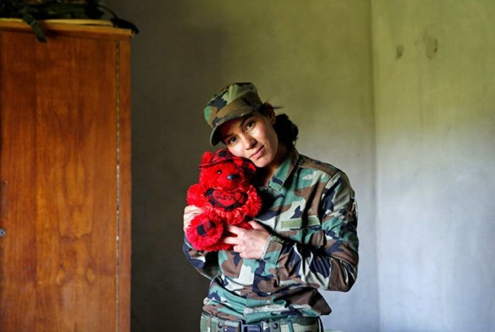 Meet The Women Who Are Bringing The Fight To ISIS (16 pics)