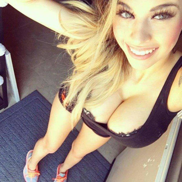 Boys Go Nuts For Busty Babes That Are Seductive And Sexy (46 pics)