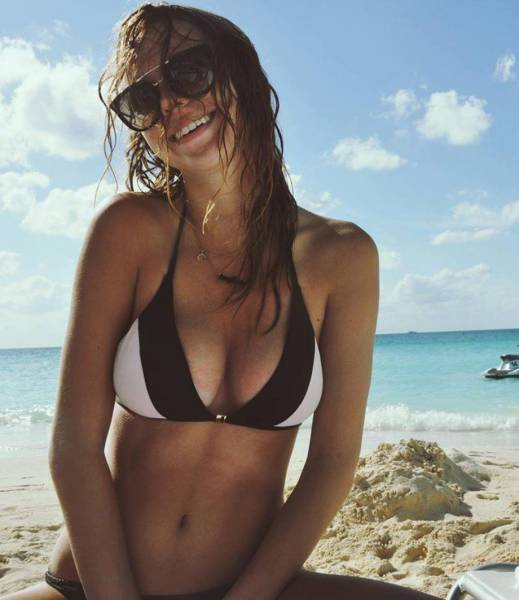 These Beautiful Babes In Bikinis Are Here To Put A Big Smile On Your Face (54 pics)