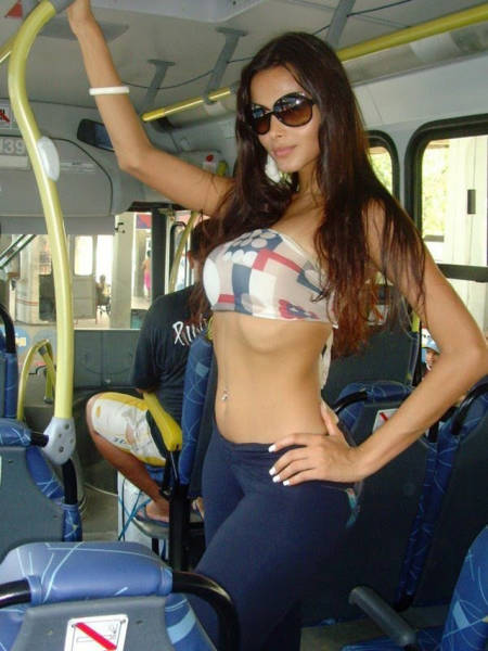 Gorgeous Girls Make Commuting Much More Fun (37 pics)