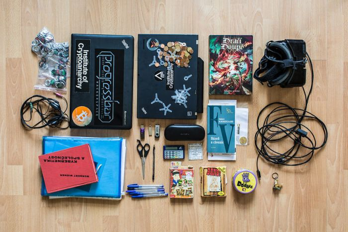 Here's What's Inside A Hacker's Backpack (14 pics)