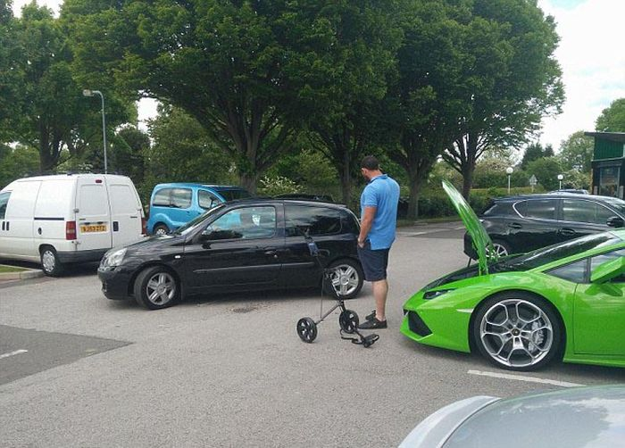 Lamborghini Owner Has To Call In Some Help To Transport His Golf Clubs (8 pics)