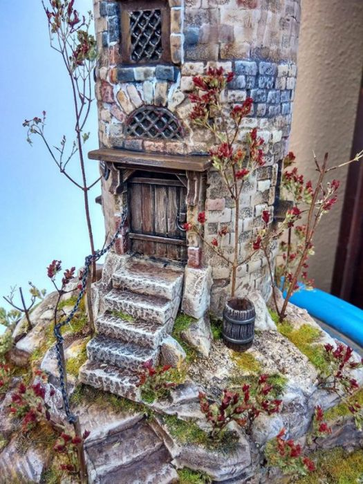Artist Creates Incredible Diorama Out Of An Old Chip Can (25 pics)