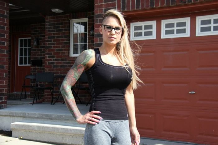 Woman Gets Body Shamed By Gym Staff For Being Too Busty (4 pics)