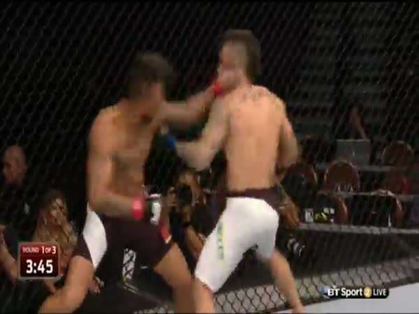 Awesome MMA Exchange Two Sluggers Go Punch For Punch