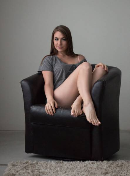 When A Sexy Woman Has Legs Like These, She's Got Everything She Needs (42 pics)