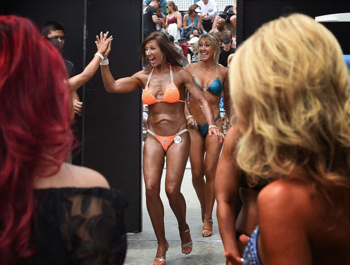 Bikini Babes Parade Around At The Memorial Day Muscle Beach Contest (16 pics)