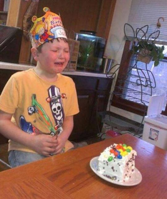 He Thought He Was Getting Cake, But Mom Had Other Plans (3 pics)