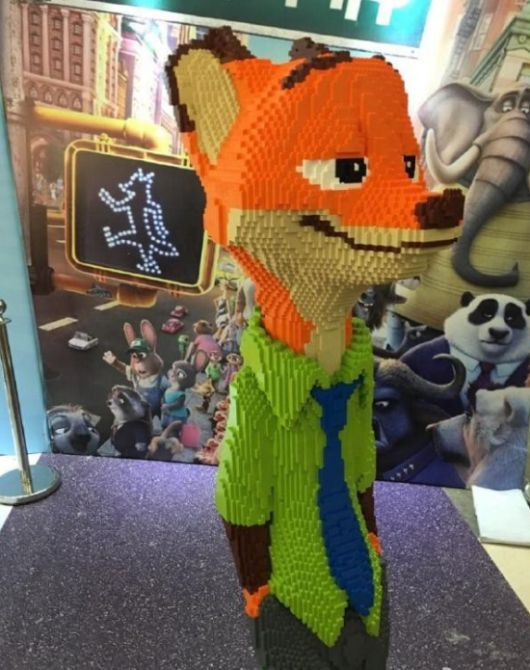 Kid Breaks $15,000 Lego Statue An Hour After The Exhibit Opens (3 pics)