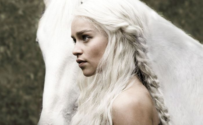 PornHub Users Are Going Crazy For Emilia Clarke's Nude Scene In Game Of Thrones (4 pics)