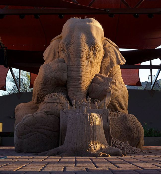 This Incredibly Detailed Elephant Sculpture Will Blow You Away (9 pics)