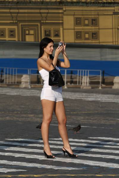Hot Girls Out And About In The Streets (42 pics)