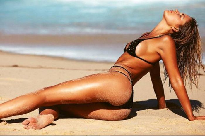 Sexy Sandy Girls Are The Best Reason To Go To The Beach (52 pics)