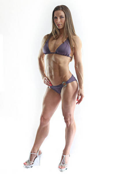 This Hot Mom Won A Bikini Fitness Contest 11 Months After Giving Birth (19 pics)