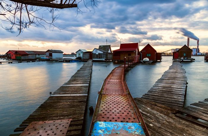 This Floating Village In Hungary Is A Little Slice Of Paradise (8 pics)