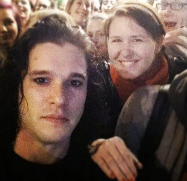 Game Of Thrones Fans Are Freaking Out After Seeing Jon Snow With No Beard (3 pics)