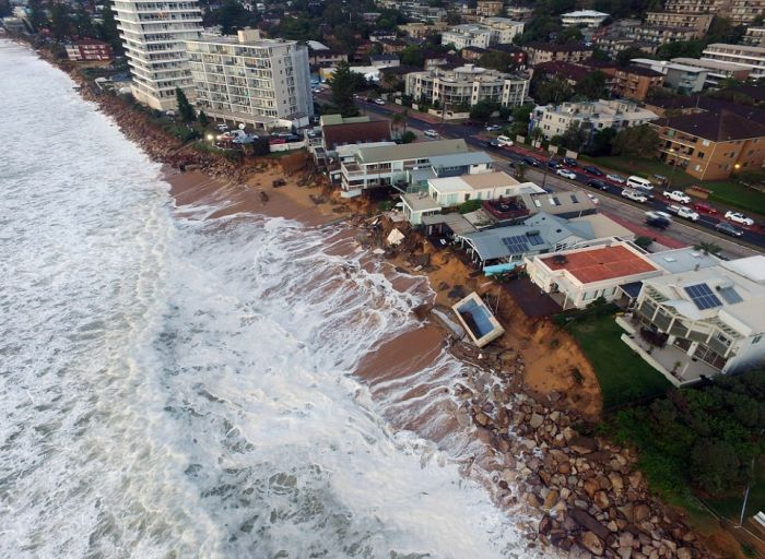 Wild Weather Rocks The Coast Of Sydney (10 pics)