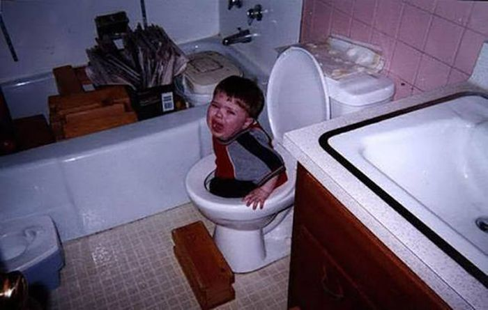 Kids Are Really Good At Getting Stuck In Awkward Spots (40 pics)