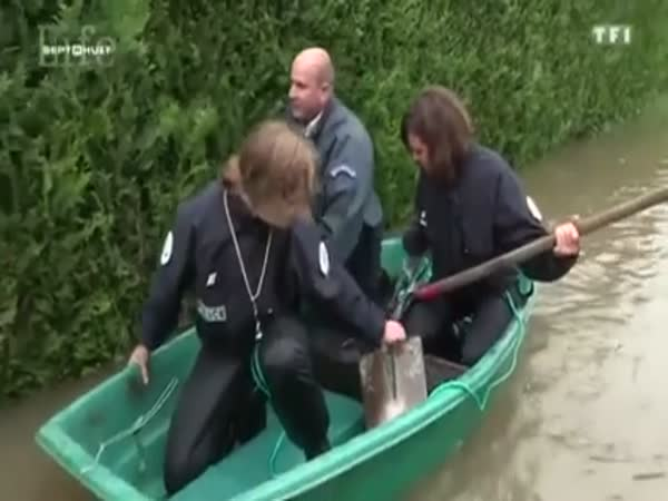 Funny French Police During A Flood