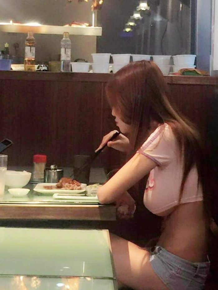 Chinese Girl Shows Off Some Serious Underboob In Public (5 pics)