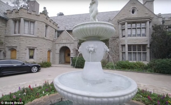twinkie owner buys the playboy mansion for 200 million. Black Bedroom Furniture Sets. Home Design Ideas