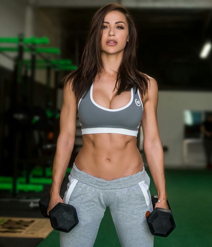 Gorgeous Girls Who Know How To Make Exercise Look Enticing (35 pics)