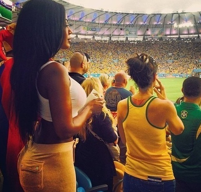It's Always Hot When Sexy Soccer Fans Cheer For Their Favorite Team (22 pics)