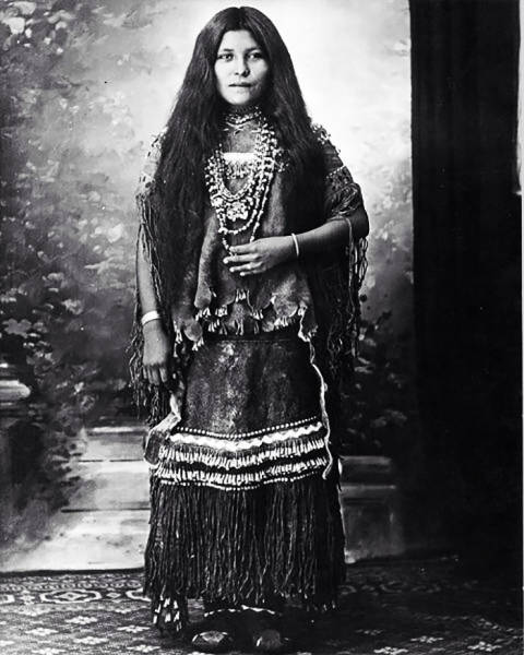 Incredible Portraits Of Native American Girls From The 1800s (36 pics)