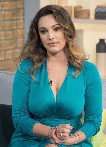 Kelly Brook Has The Perfect Body According To Science (12 pics)