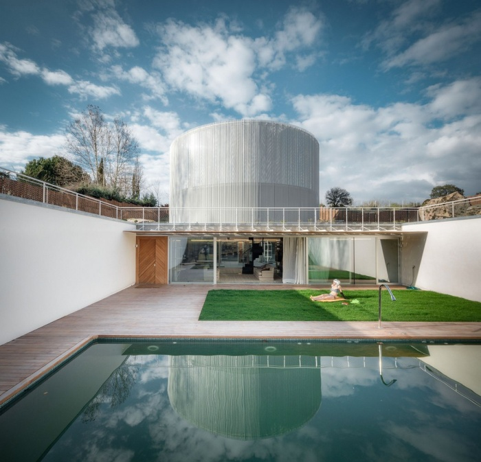Spanish Family Moves Into Unusual Looking House (18 pics)