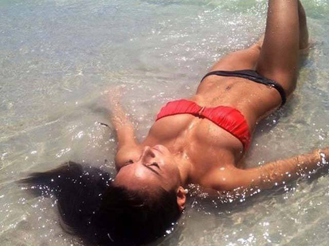 Summer Is The Season For Beautiful Girls In Wet Bikinis (33 pics + 4 gifs)