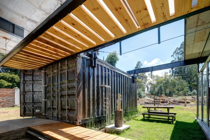Awesome Looking Pictures From A Cargo Container House In Ecuador (25 pics)