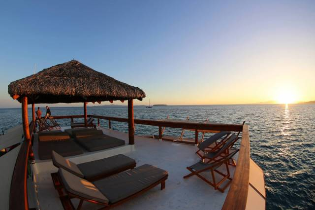 Fiji Is Home To An Incredible Floating Bar And Pizzeria (55 pics)