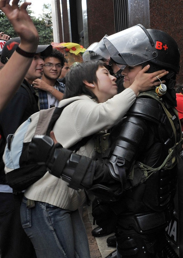 If Everyone Learned To Make Love Not War The World Would Be A Better Place (27 pics)