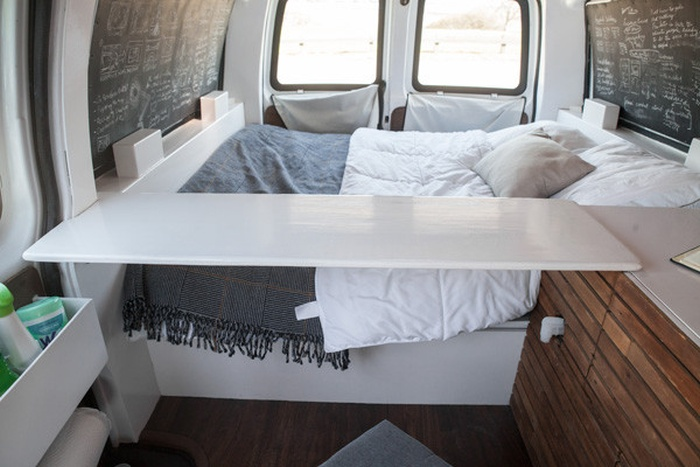 How To Turn An Old Van Into An Office On Wheels (15 pics)
