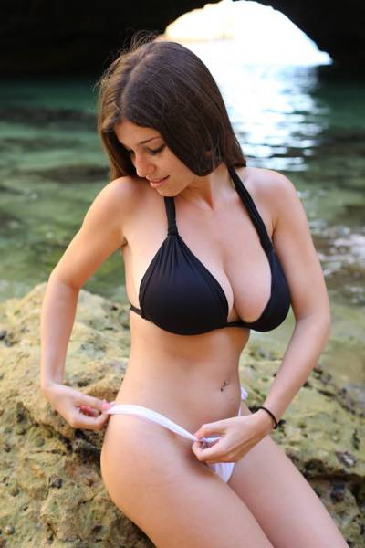 The World Would Be An Awful Place If Busty Babes Didn't Exist (46 pics)