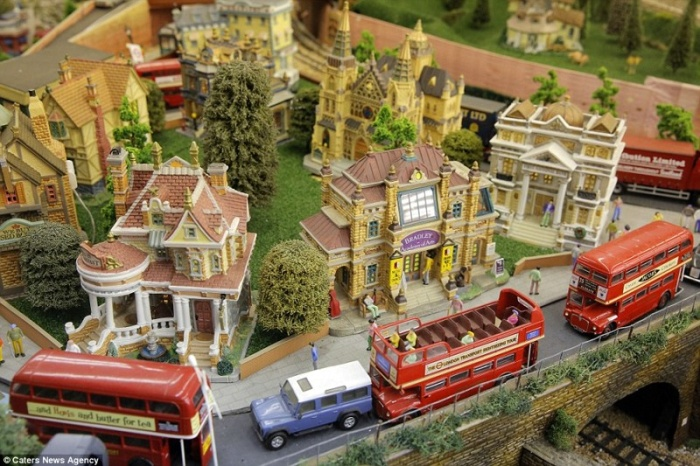 This British Pensioner's Model Railway Is Worth A Fortune (11 pics)