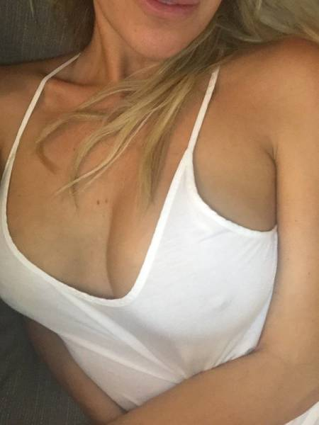 Summer Is A Good Season To Say Goodbye To Bras (29 pics)