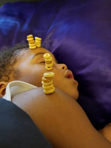 Fathers Enter Their Babies Into The Cheerios Stacking Challenge (22 pics)