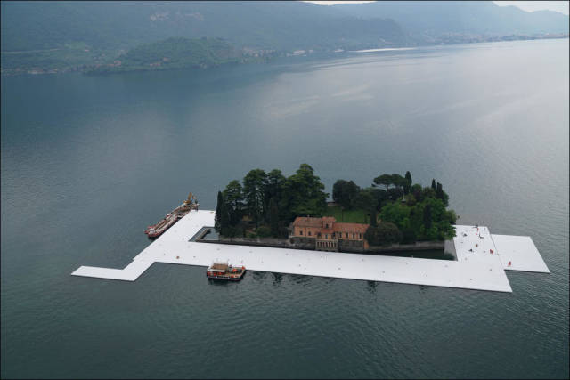 Floating Piers Installed On Lake Iseo In Italy (27 pics)