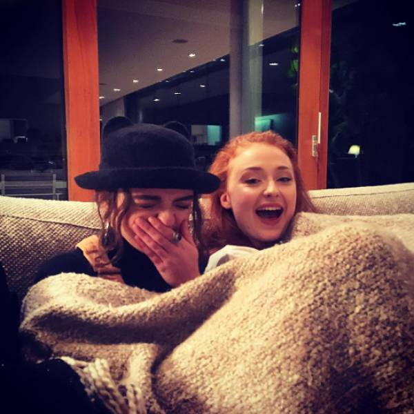 What It Looks Like When Game Of Thrones Actors Hang Out In Real Life (32 pics)