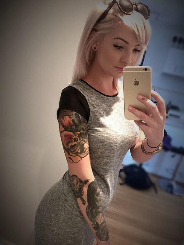 Hot girl tattoo pics