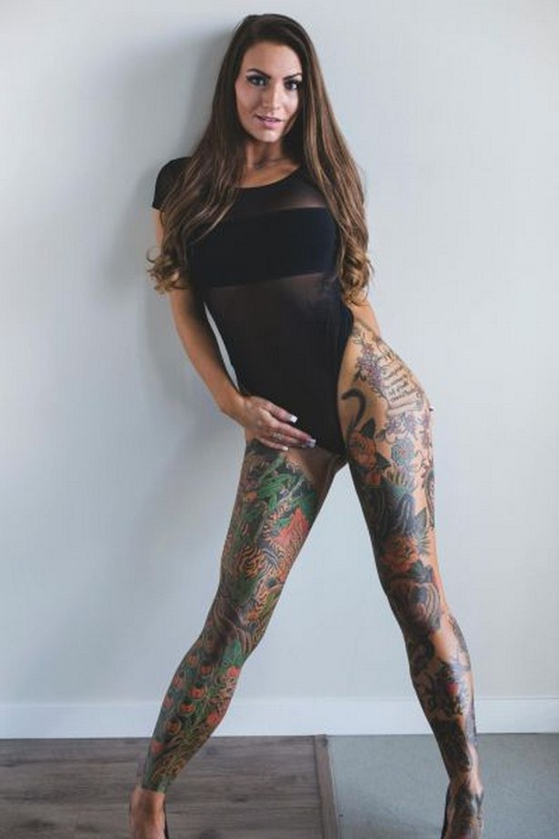Sexy Girls With Tattoos Are A Work Of Art (30 pics)