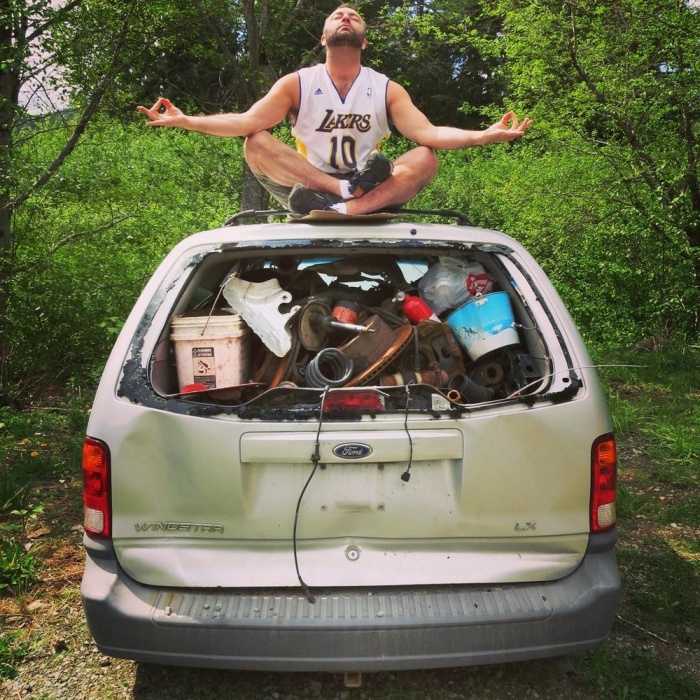 Traveling Man Embraces His Passion For Garbage Yoga (15 pics)