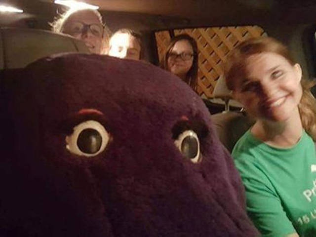 Young Girl Gets Stuck In A Barney The Purple Dinosaur Costume (7 pics)
