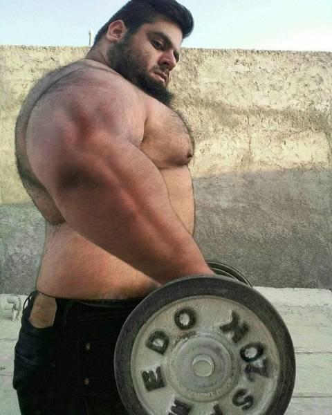 This Iranian Man Is A Real Life Hulk (16 pics)