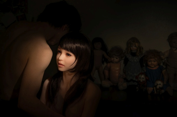 This Korean Photographer Takes His Sex Doll Everywhere (9 pics)