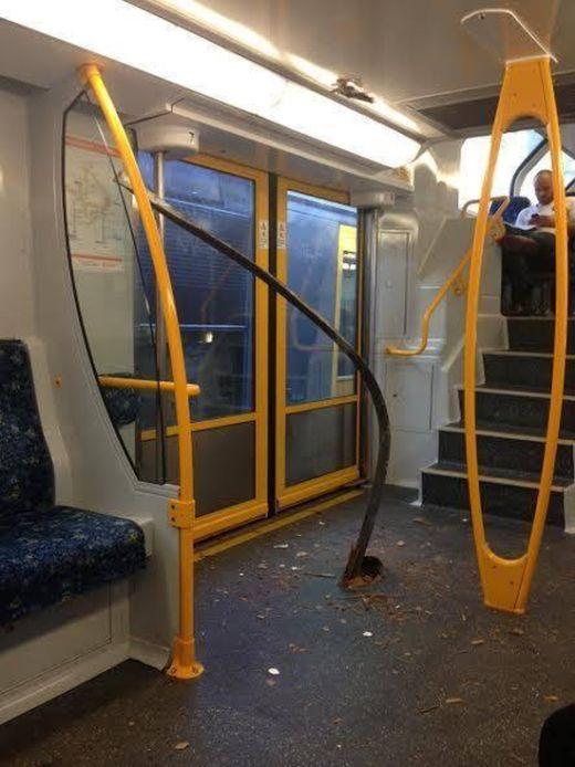 Passengers Avoid Disaster On Australian Train (3 pics)