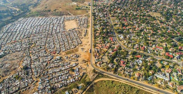 The Lines That Separate The Rich And Poor Sections Of Africa's Cape Town (11 pics)